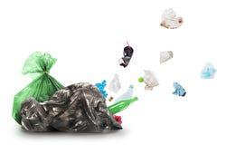 Из сумки отброса, погань принимает, изолированный стоковая фотография