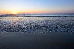 Излучающий восход солнца пляжа моря Стоковое Фото