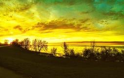 Излучающий заход солнца заполняет небо Стоковая Фотография RF