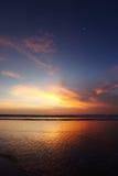 Излучающий заход солнца пляжа моря Стоковое Фото