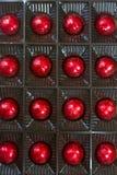 16 из шоколадов в красной фольге Стоковые Изображения RF