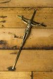 Иисус на кресте металла стоковое фото rf