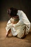 Иисус писать в песке Стоковые Фото