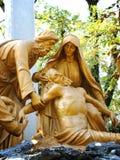 Иисус умер статуя постамента перекрестная, Lourses, Fr Стоковое Фото