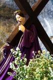 Иисус Христос нося крест Стоковое Изображение RF