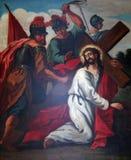 3-ий крестный путь, падения Иисуса в первый раз стоковые фотографии rf