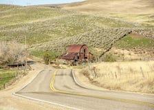 Иконический амбар в Айдахо и извилистой дороге Стоковые Фото