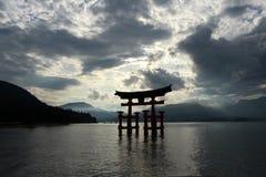 Иконический строб синтоистской святыни в Miyajima Оно ` s близко к Itsu стоковые фото