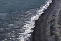Иконический черный пляж южной Исландии стоковые изображения rf