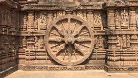 Иконическое колесо колесницы Солнця God's, на Konark, Odisha Стоковое фото RF