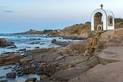 Иконостас St Peter и St Nicholas на береговой линии деревни Chernomorets, Болгарии Стоковые Фотографии RF