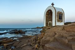 Иконостас St Peter и St Nicholas на береговой линии деревни Chernomorets, Болгарии Стоковое Изображение