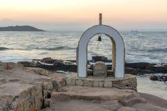 Иконостас St Peter и St Nicholas на береговой линии деревни Chernomorets, Болгарии Стоковое Фото