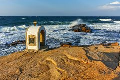 Иконостас St Peter и St Nicholas на береговой линии деревни Chernomorets, зоны Burgas Стоковая Фотография RF