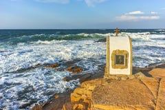 Иконостас St Peter и St Nicholas на береговой линии деревни Chernomorets, зоны Burgas Стоковая Фотография