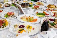 Икра и рыбы закуски Сандвич с семгами моря и красной икрой Стоковые Изображения