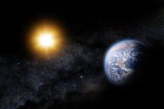 Иллюстрация Солнця и земли в космосе. Milky путь как backd Стоковые Изображения RF