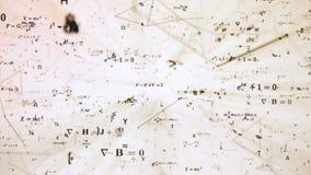 Иллюстрация цифров футуристическая с математикой, формулами физики в решетке ячеистой сети стоковая фотография