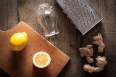 Имбирь, лимон, терка и опарник Стоковые Изображения
