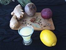 Имбирь с свеклами, лимоном и специями, варя для вегетарианской диеты Стоковая Фотография RF