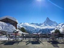 Имейте место перед величественной горой Маттерхорна, Zermatt, Швейцарией стоковое фото