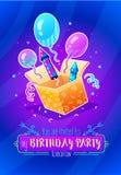 именниный пирог воздушных шаров афроамериканца красивейший празднует время партии дома удерживания девушки пола чашки шоколада пр Стоковые Изображения