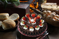Именниный пирог клубники с взбитой сливк Стоковое Изображение