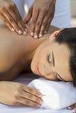 иметь женщину спы массажа здоровья ослабляя Стоковые Изображения RF
