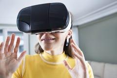 Иметь потеху в виртуальной реальности стоковое изображение rf