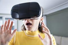 Иметь потеху в виртуальной реальности стоковое фото rf