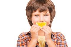 Иметь потеху с апельсином Стоковая Фотография RF
