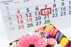 имеющийся вектор valentines архива дня карточки Коробка с красивыми красочными цветками и макинтошем Стоковое фото RF