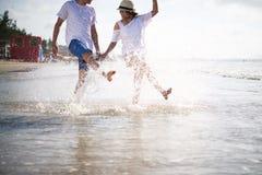 Имеющ потеху пляж стоковые фото