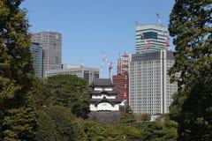 Имперский дворец и современный дворец в токио Стоковая Фотография