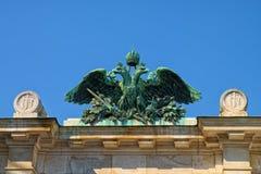 Имперский орел в вене, бронзовой скульптуре Стоковые Изображения RF
