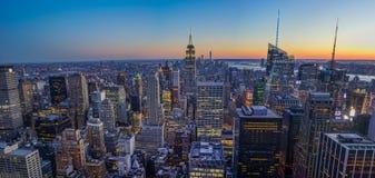 Имперский штат и горизонт NYC заход солнца Стоковое Изображение