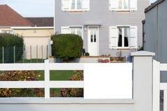 имущество принципиальной схемы реальное Выполненный на заказ роскошный дом на лете, падении, сезоне осени, времени с славно благо Стоковое Изображение