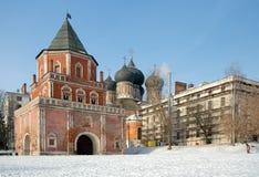 Имущество Izmaylovo:  Башня барбакана (моста), cathedr заступничества Стоковая Фотография