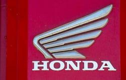 Имя Honda с магазином снаружи логотипа стоковые изображения