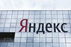 Имя Yandex на офисном здании Yandex Стоковая Фотография RF