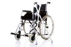 Инвалидные стул, кресло-коляска и костыли стоковое фото rf
