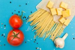 Ингредиенты для варить затир на голубом взгляде сверху предпосылки стоковые фото