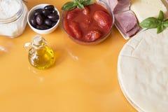 Ингредиенты пиццы стоковая фотография