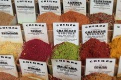 Ингредиенты condiment специи на продовольственном рынке стоковые фотографии rf