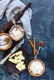 Ингридиенты выпечки для бейгл сыра с циннамоном Стоковая Фотография