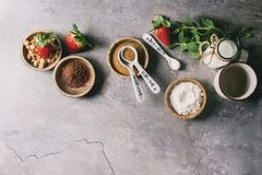 Ингридиенты для варить торт кружки Стоковые Фото