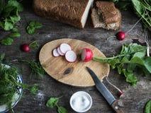 Ингридиенты для вегетарианского салата на деревянном столе Стоковая Фотография