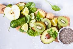 Ингридиенты для зеленого сока smoothies вытрезвителя Стоковые Фотографии RF