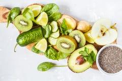 Ингридиенты для зеленого сока smoothies вытрезвителя Стоковые Изображения