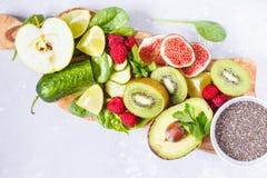 Ингридиенты для зеленого сока smoothies вытрезвителя Стоковое Фото